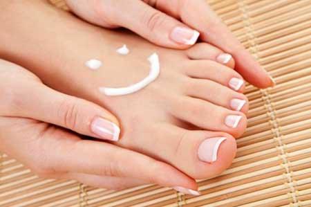 Resultado de imagem para unhas pés esmalte nude