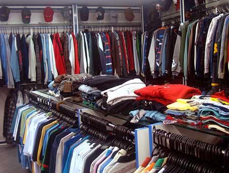 Mais uma super loja de roupas online, a Zattini também é um site multimarcas com uma grande variedade de roupas, sapatos, bolsas e bijuterias para você sair com o look completo. Recentemente eles também lançaram a Zattini Beleza, que tem produtos de beleza, cosméticos, maquiagens e .